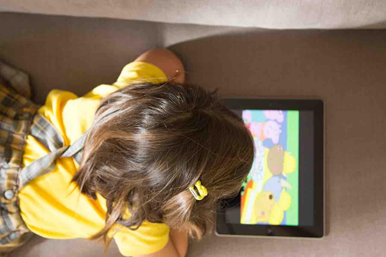 Programmi tv e app di qualità non fanno male ai bambini (Getty) - meteoweek.com