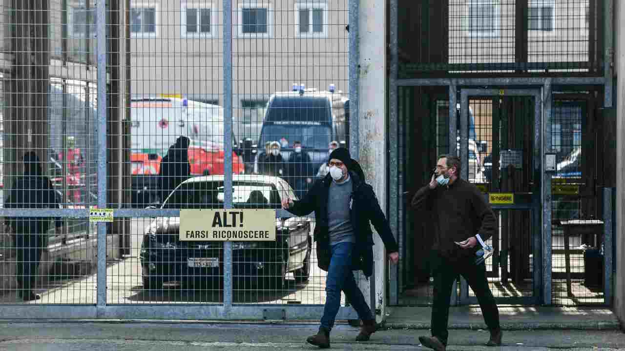 Carceri, Bonafede: detenuti producono 10mila mascherine al giorno per il Paese