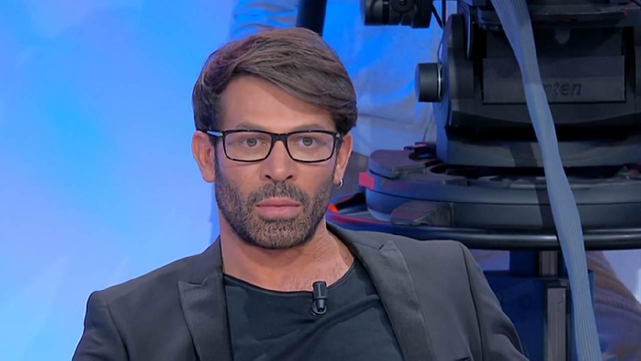 Gianni Sperti soffre di sonnambulismo