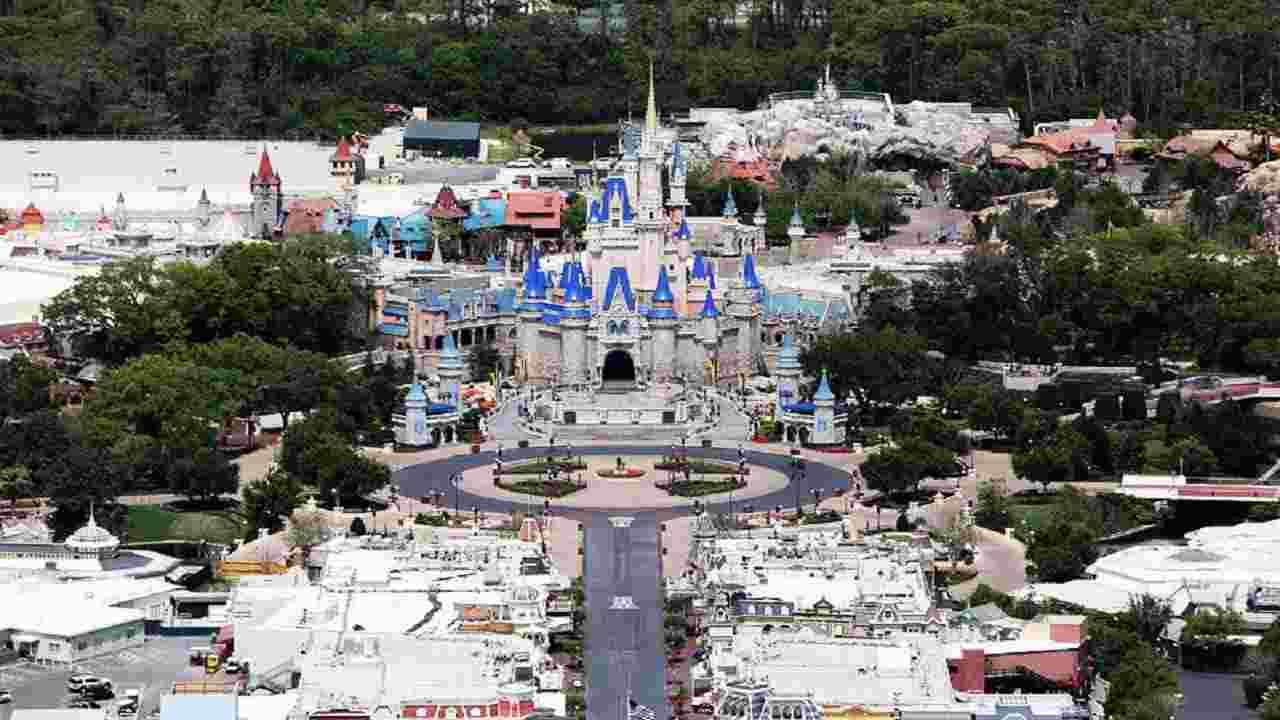 Disneyland | i parchi resteranno chiusi a tempo indeterminat