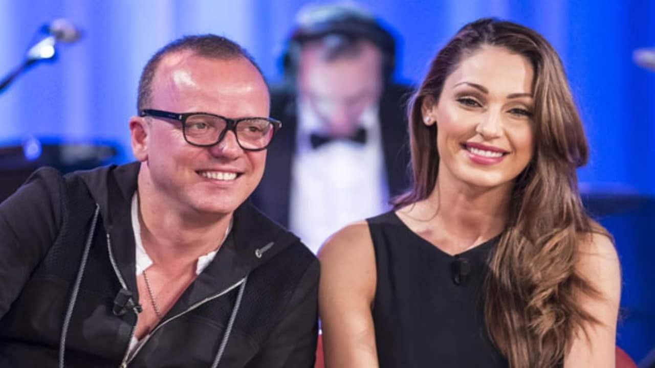 """""""Gigi D'Alessio è ancora legato alla sua ex Carmela"""": il retroscena sull'addio con Anna Tatangelo"""