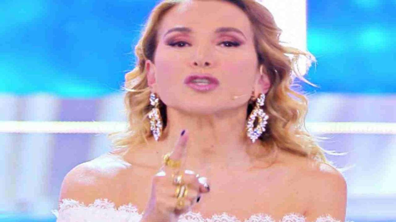 Barbara D'Urso se ne lava le mani  | Carmelita lascia cadere