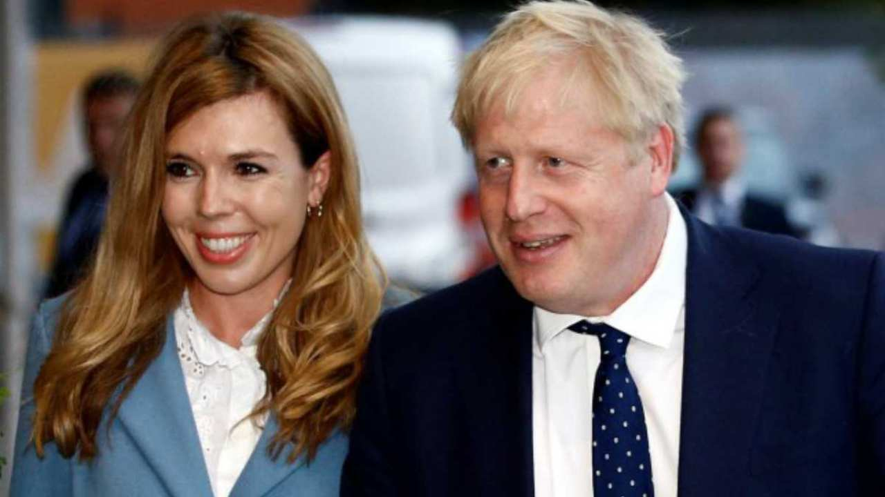 Coronavirus, la compagna di Boris Johnson finisce in isolame