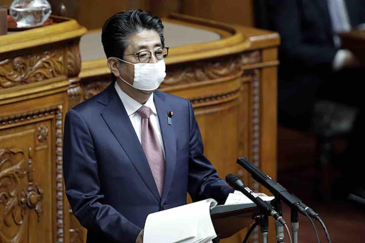 Coronavirus, il premier Abe: stato di emergenza fino al 6 ma