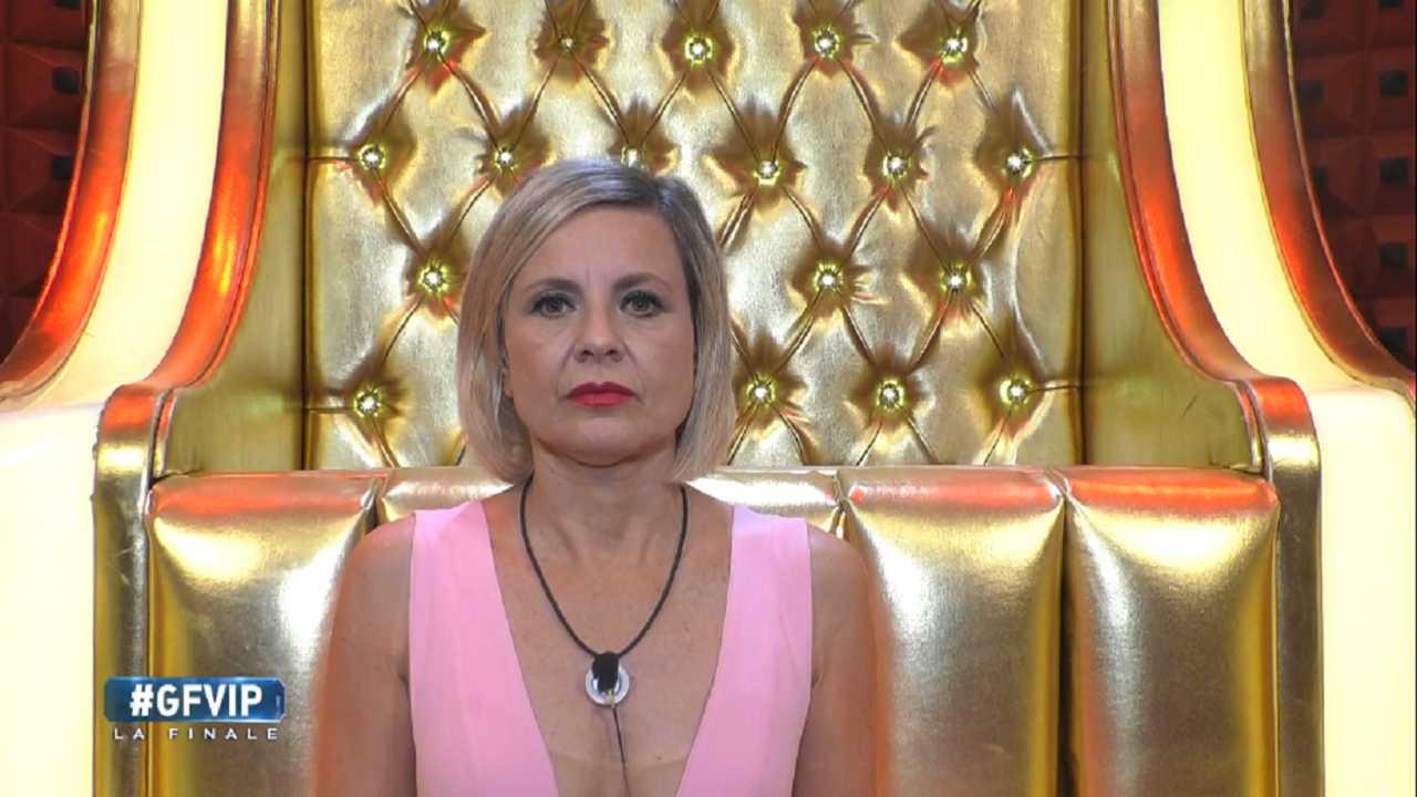 Antonella Elia vuole tirarle i capelli   Furia dopo il Grand