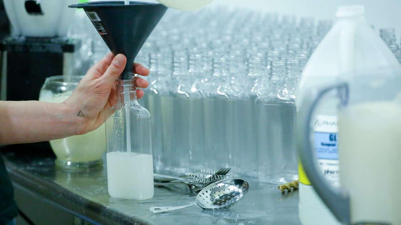 Coronavirus, vendono disinfettanti mani dell'89: denunciati