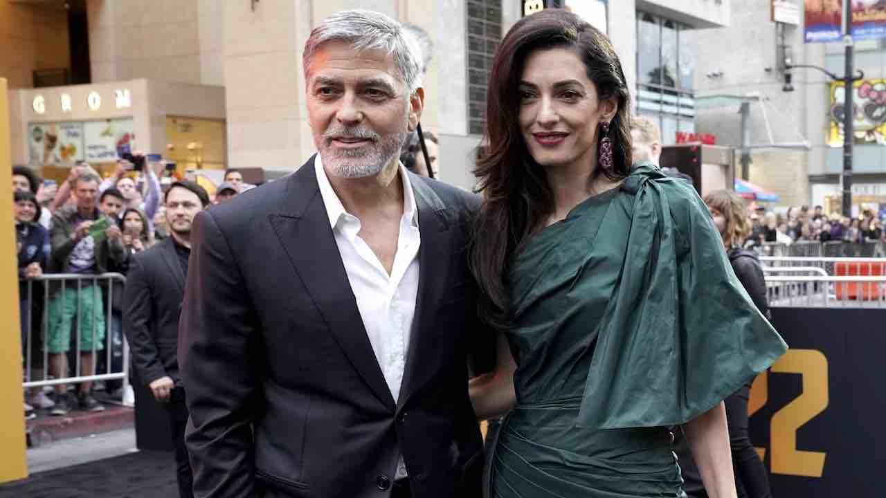 CORONAVIRUS - Clooney e Amal donano oltre un milione di dollari