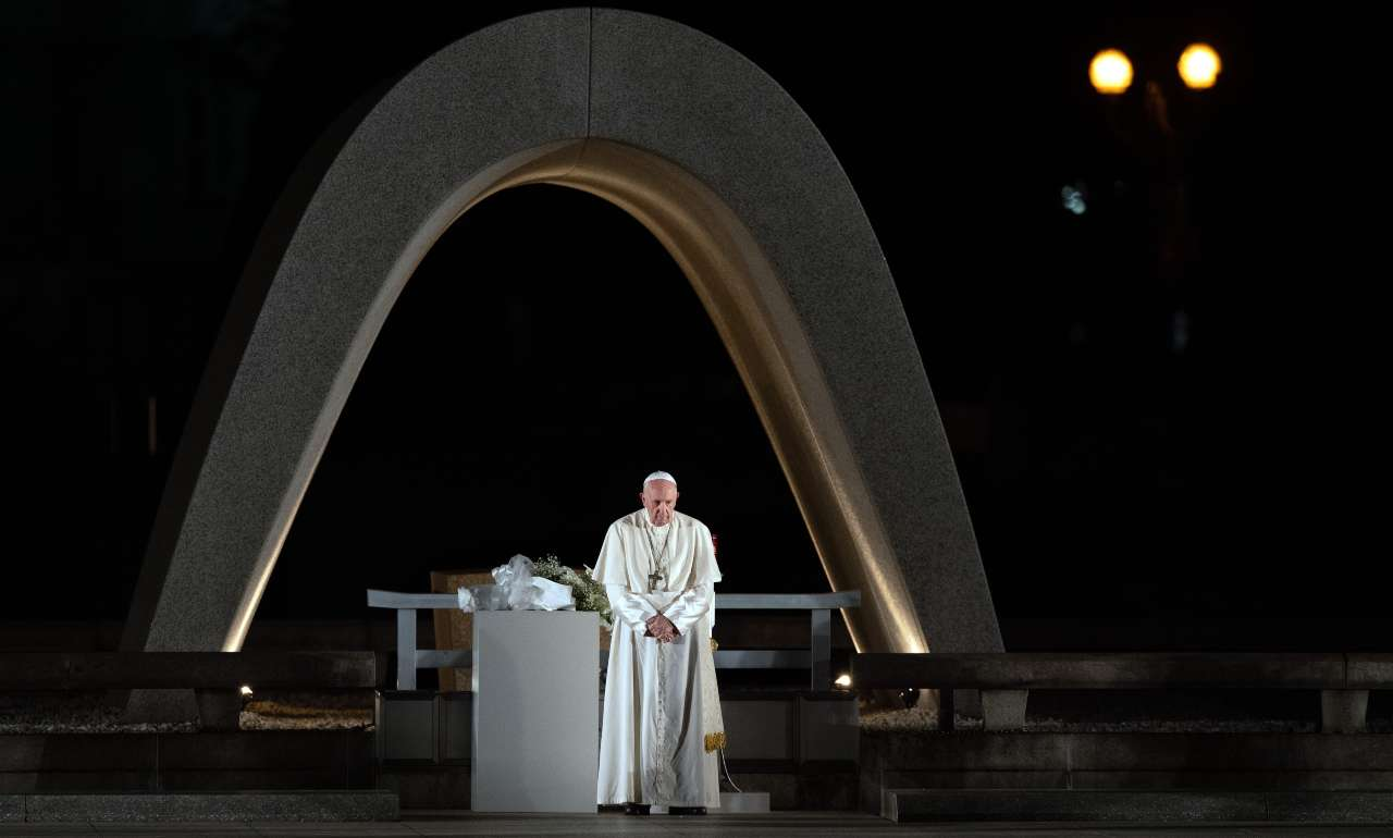 """Domenica delle Palme, Papa Francesco: """"La vita non serve se"""