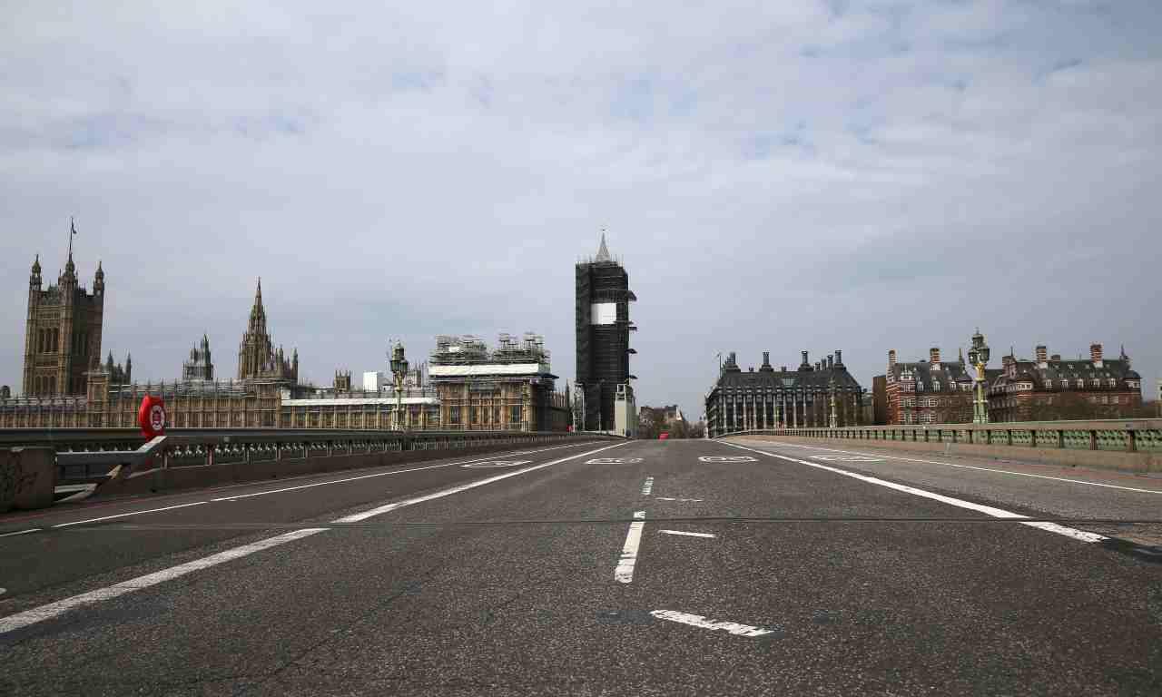 Coronavirus, Regno Unito: cruciale insistere con lockdown