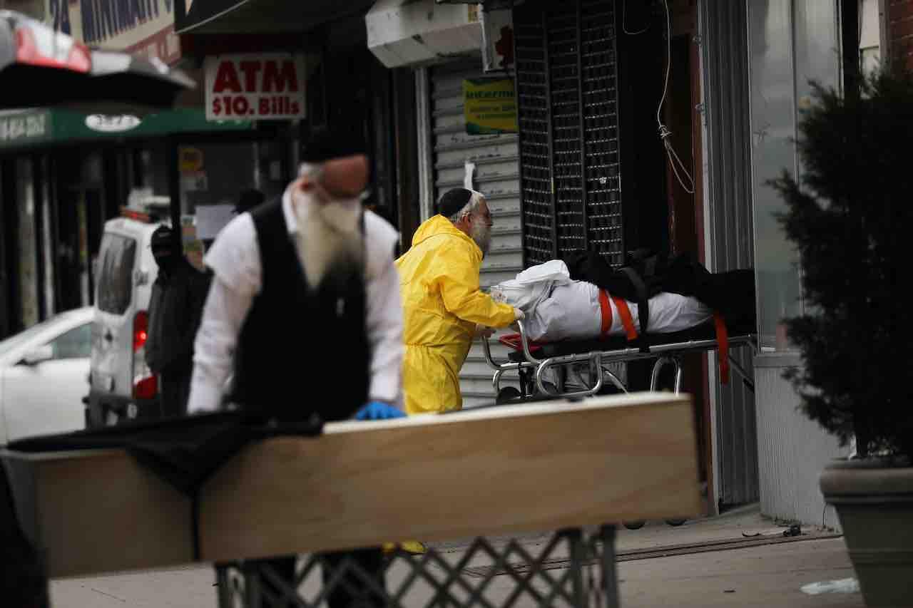 New York al collasso per Coronavirus | ipotesi fosse comuni nei parchi