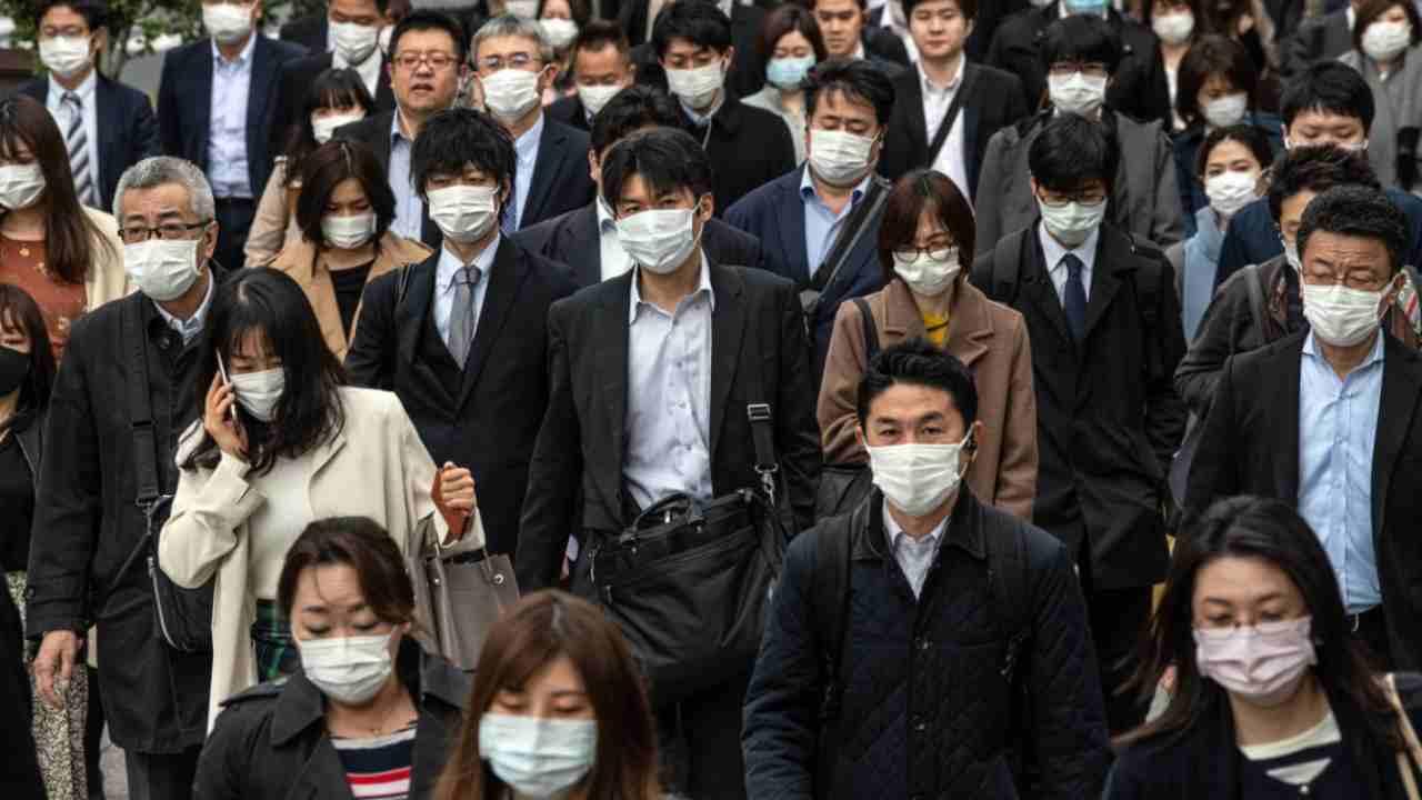 Coronavirus, esplodono i contagi a Tokio. Emergenza in Giapp