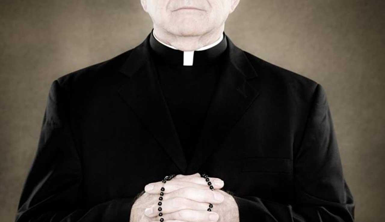 Quindici sacerdoti sospesi: uno scandalo pedofilia travolge