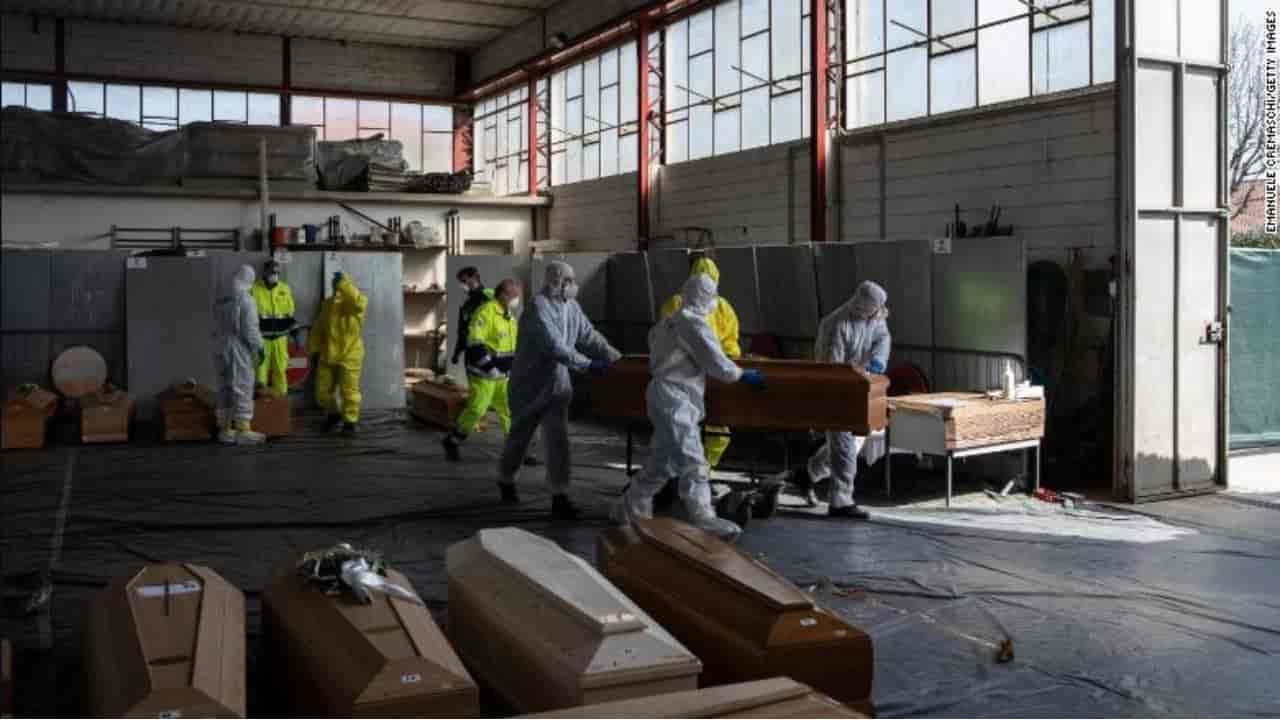 Coronavirus, Bergamo: 4500 morti in un mese, il doppio dei n