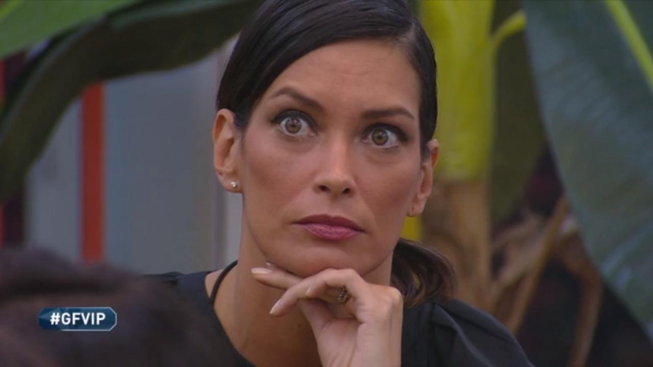 Fernanda Lessa annuncia il vincitore in anticipo | Bufera al