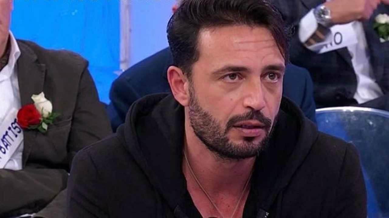 Gianni Sperti crolla emotivamente: