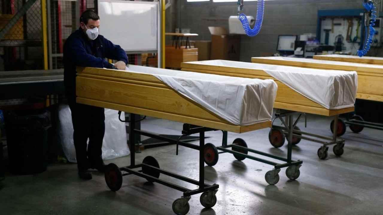 Coronavirus, in Spagna si celebrano funerali lampo ogni gior