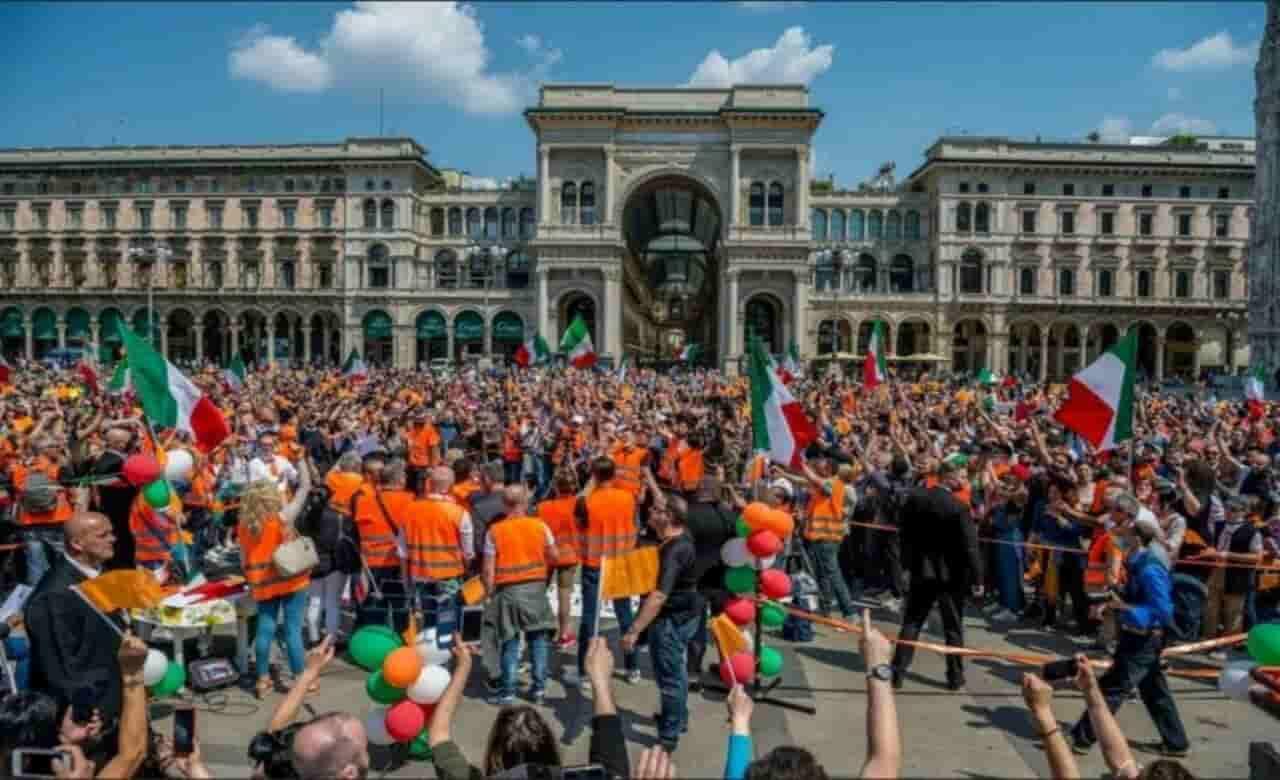Gilet arancioni contro il Governo: cortei senza distanziamen