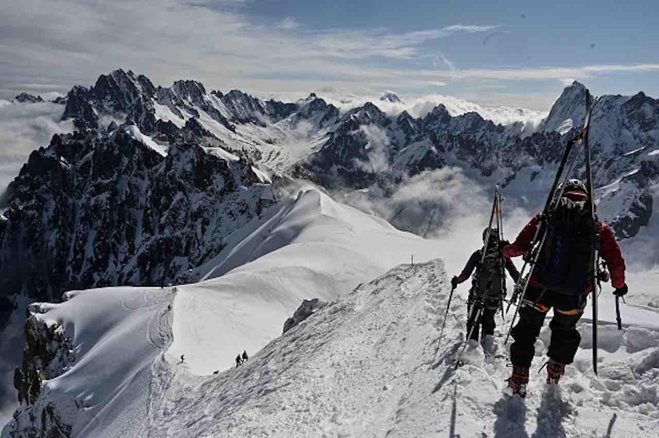 Alpinista precipita e muore, la via sul Bianco ricorda Pasquetto