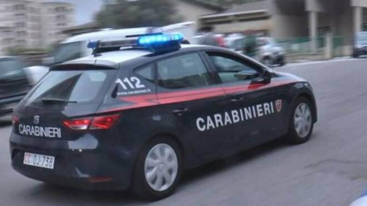 Carabinieri in borghese arrestano un 46enne | Rubava durante