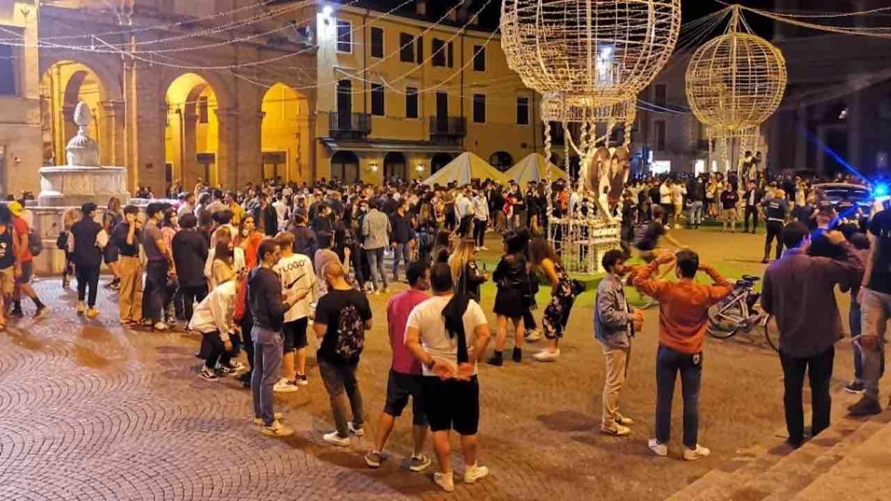 Fase 2, movida: Comune di Rimini pronto alla chiusura antici