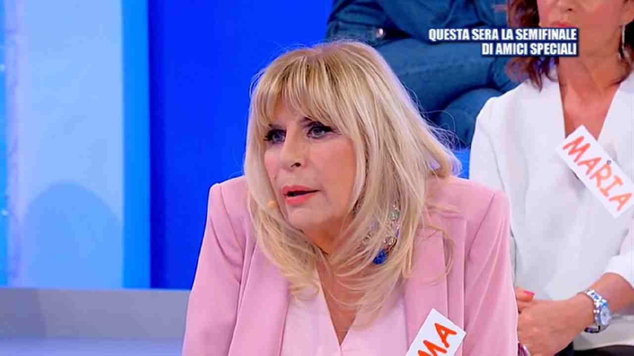 Gemma Galgani situazione imbarazzante | Tina Cipollari senza