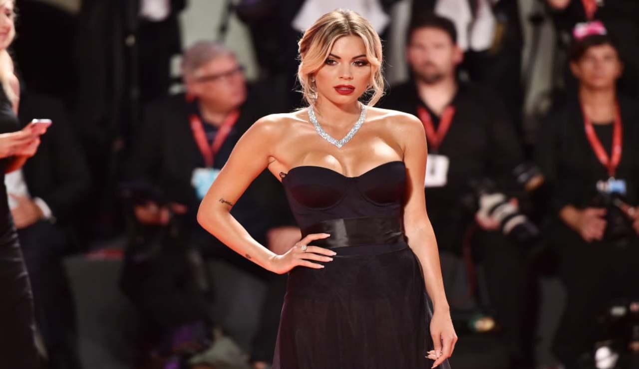 Ludovica Pagani infiamma la Sardegna: curve esplosive – FOTO