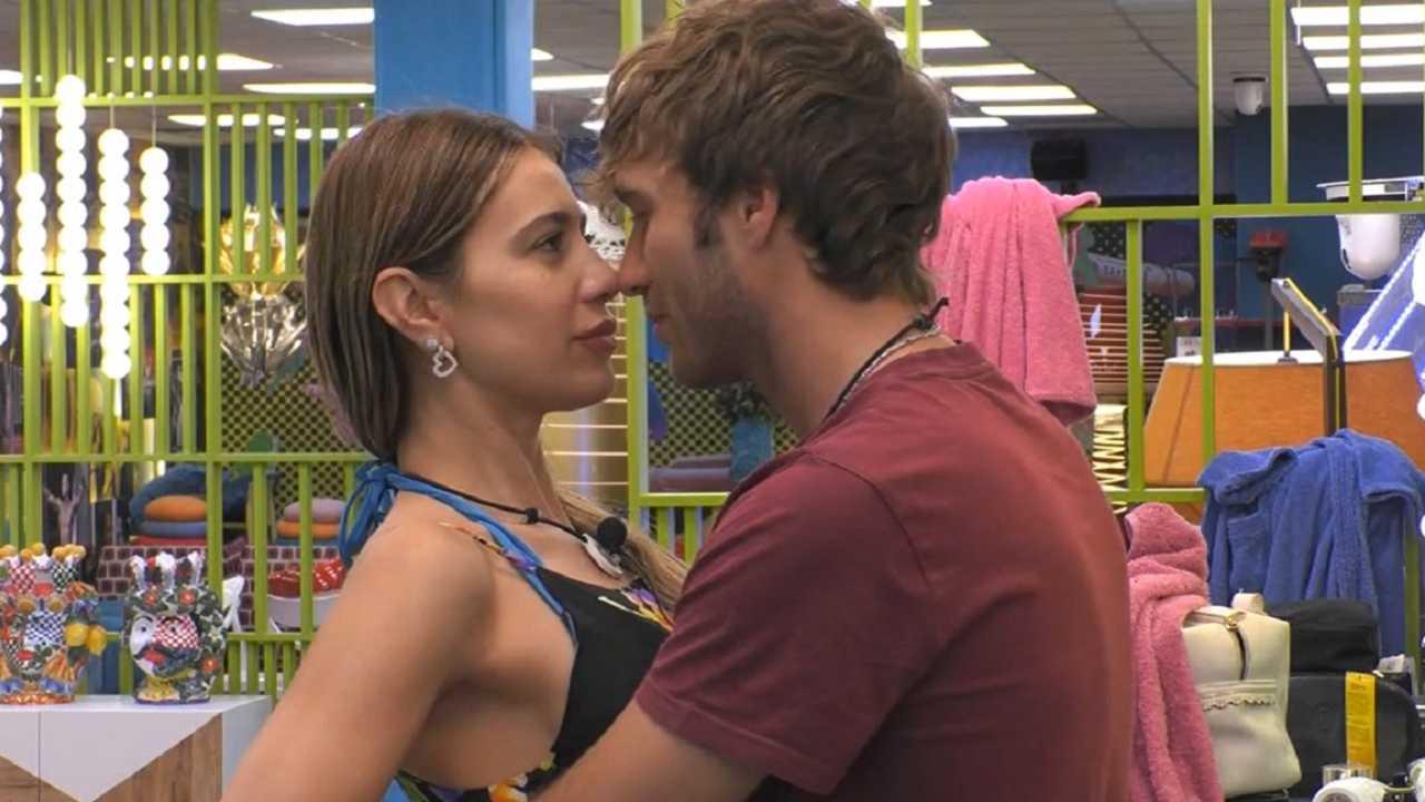 Paolo e Clizia complotto per amore in tv | Attacchi dopo il