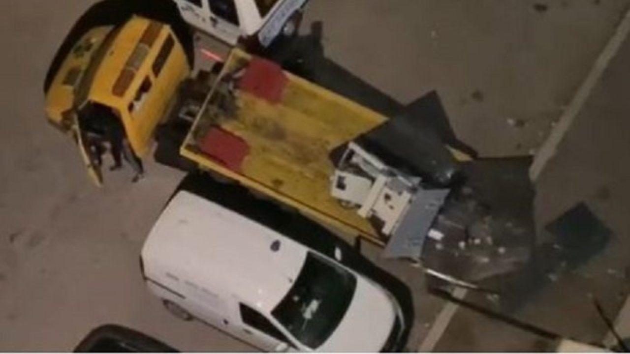 Suona l'allarme, nessuno fa nulla: sradicano bancomat con carro attrezzi