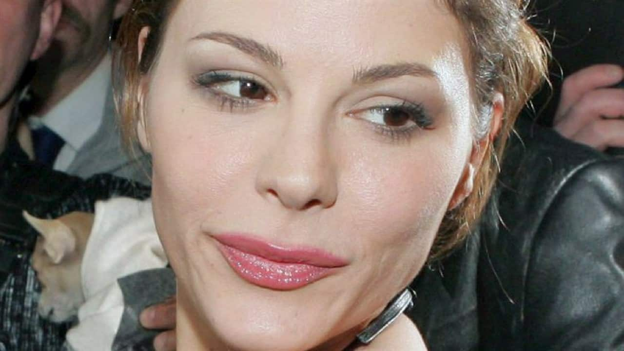 Naike Rivelli, nuova foto da censura: la 45enne è pazzesca