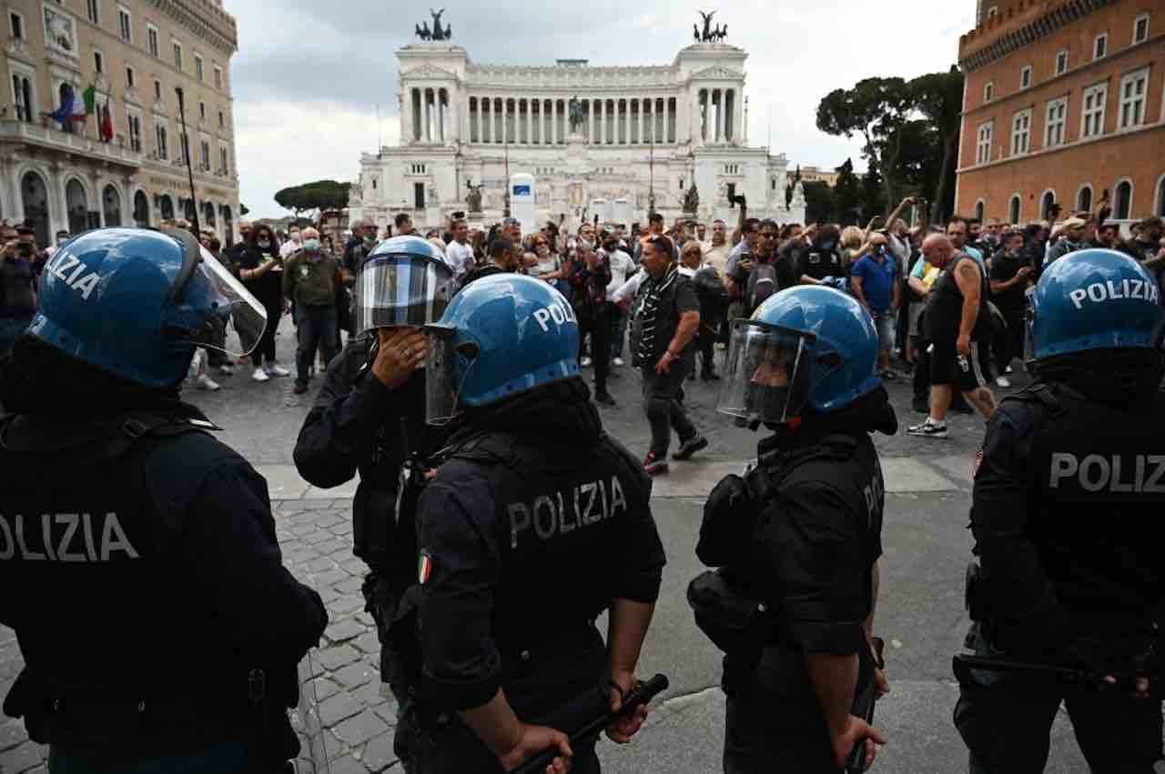 """Manifestazione Neonazista a Roma: """"Uno scempio"""""""