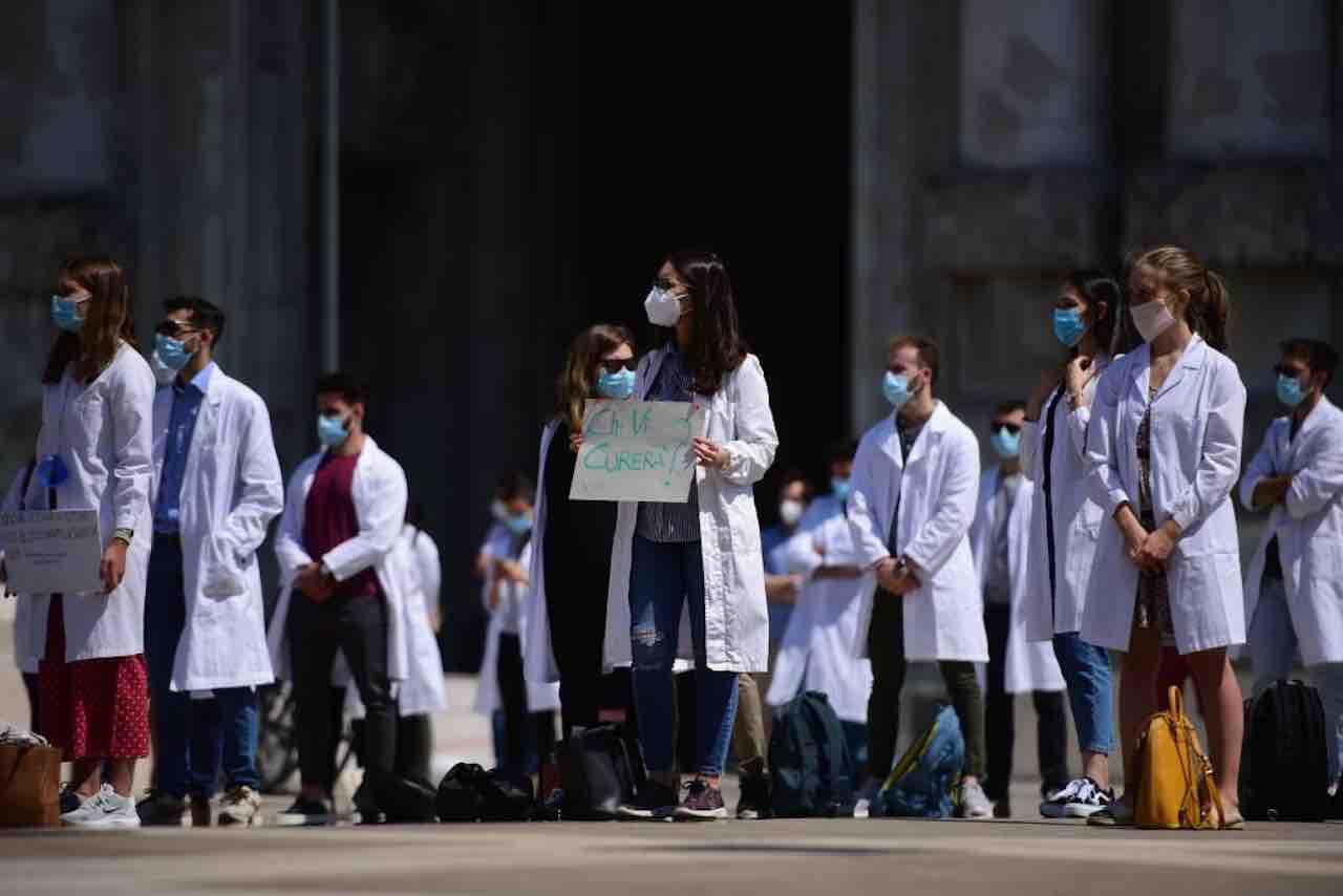 9.000 medici in fuga dall'Italia: il motivo è sorprendente
