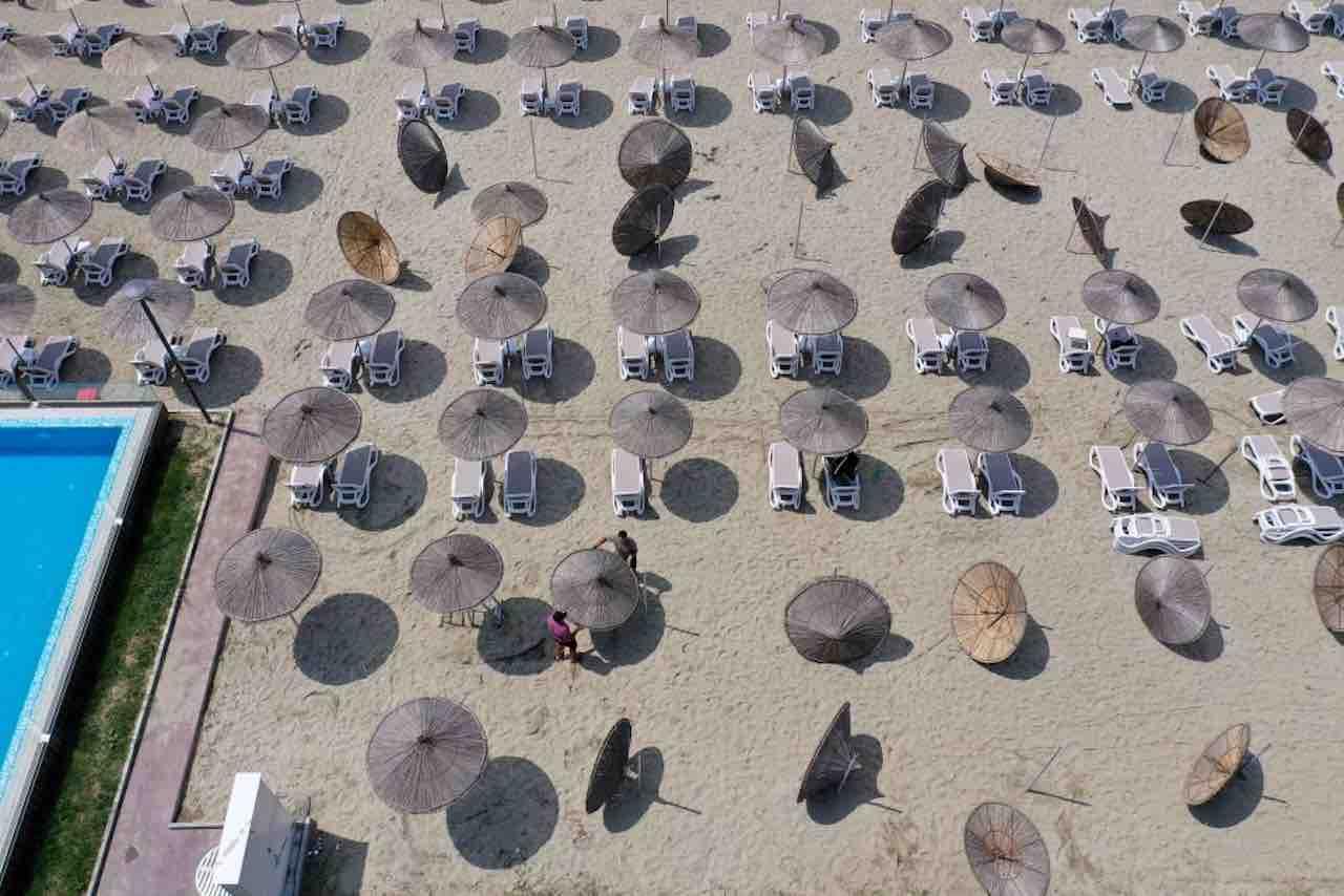Fase 2, la spiaggia si trasforma: dal wifi ai pagamenti mobi