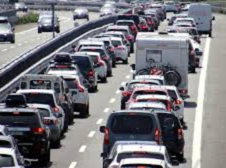3 giugno, liberi tutti: code in autostrada. Di Maio: da oggi Paese riparte