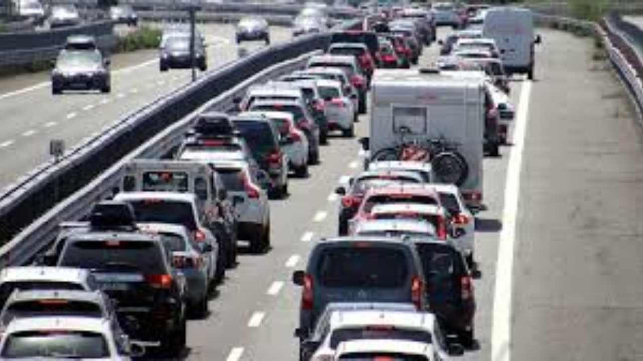 3 giugno, liberi tutti: code in autostrada. Di Maio: da oggi