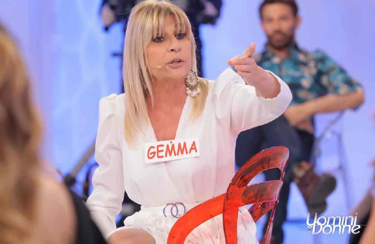 Gemma Galgani bersaglio facile | La rivolta degli ex cavalie