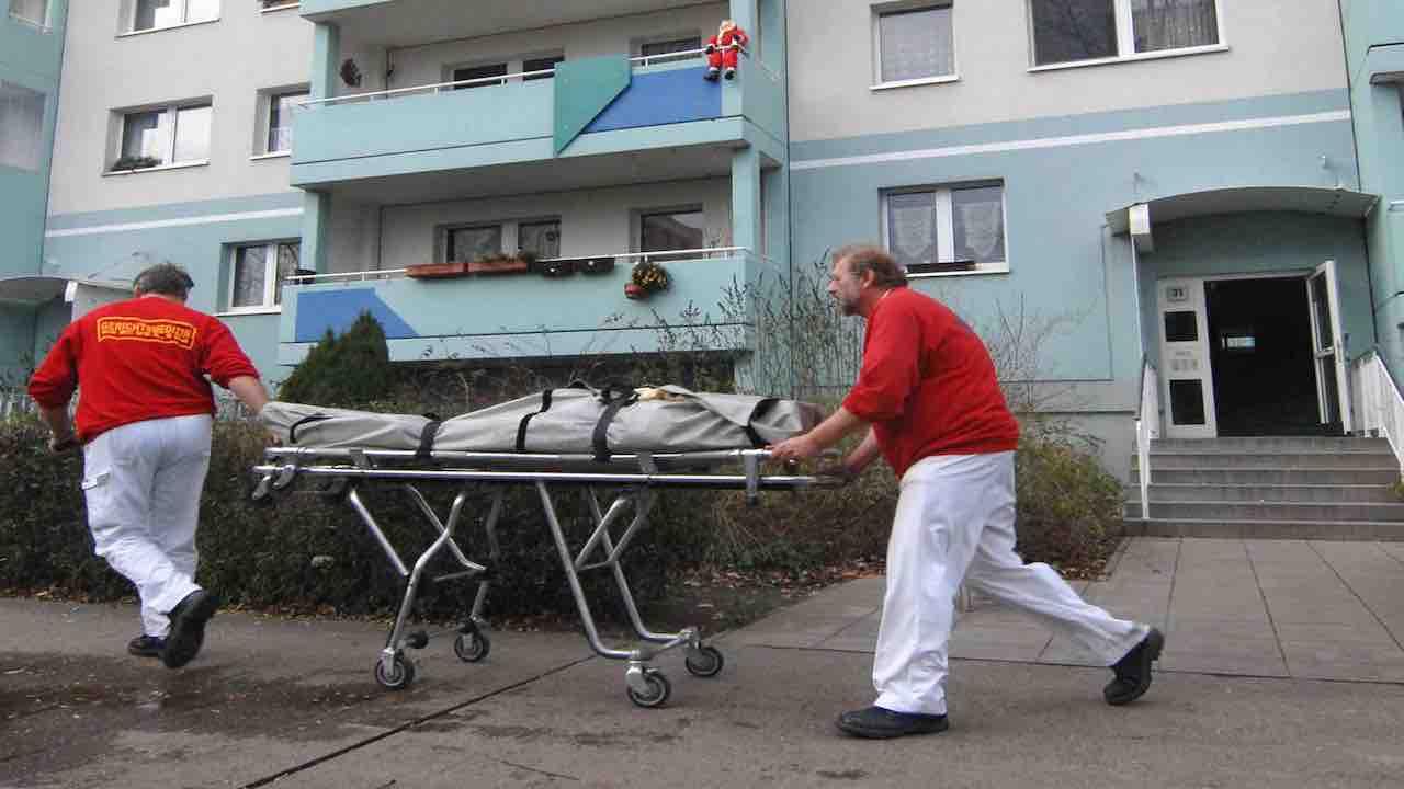Uccide l'amico a colpi di roncola: morto il 59enne Vincenzo
