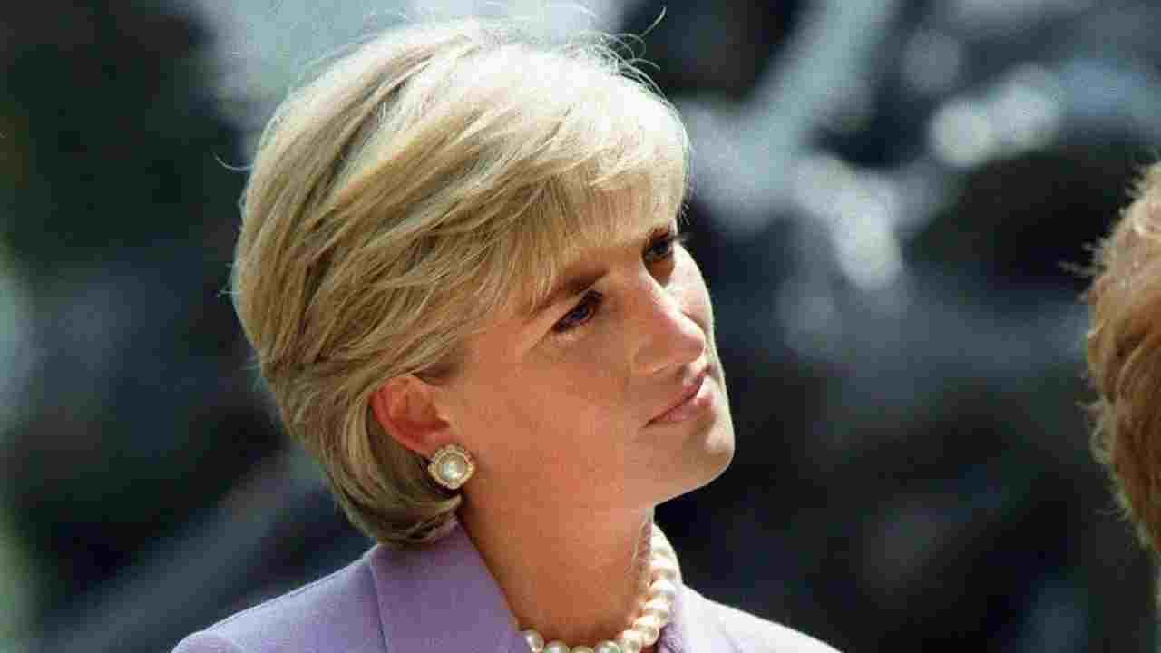 Lady Diana senza scarpe per colpa di Camilla: indiscrezione