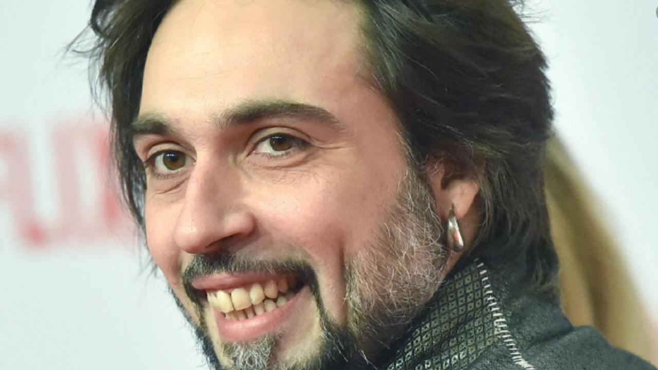 Francesco Sarcina fuga dalla realtà | Assenza rumorosa per l