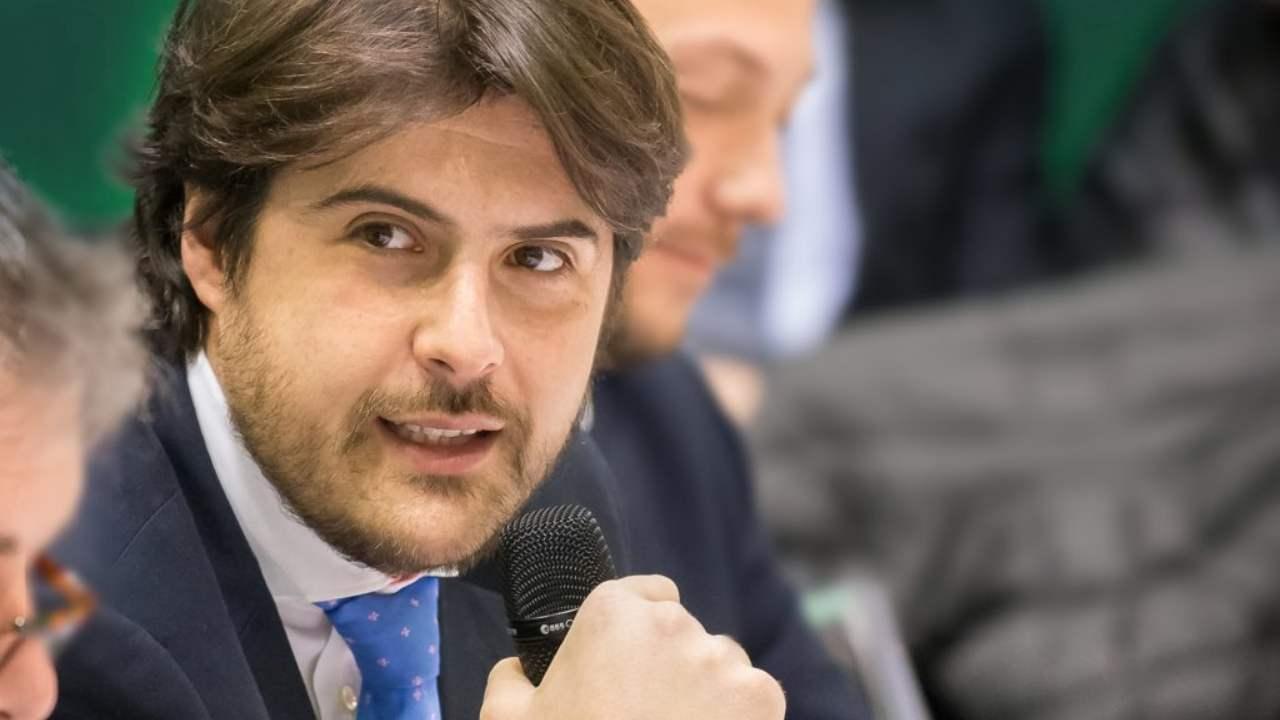 """Buffagni (M5S)attacca Salvini: il 2 giugno il """"patriota"""" non festeggiava....Così il viceministro allo Sviluppo economico pubblica su fb un tweet di Salvini del 2013"""