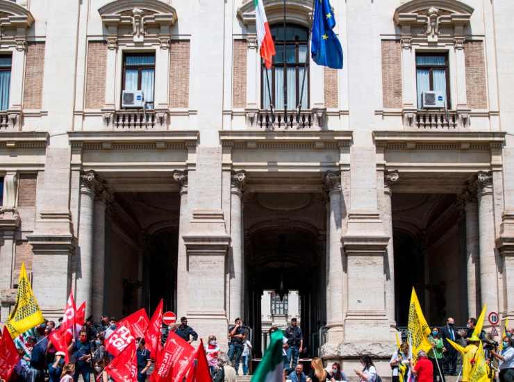 Ultimo giorno di scuola: sciopero generale in tutto il Paese