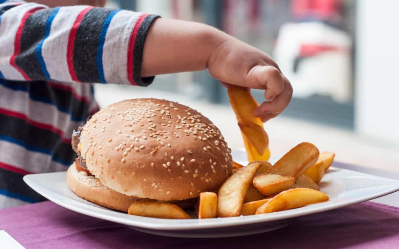 Il lockdown ha peggiorato l'obesità dei bambini, lo dice uno