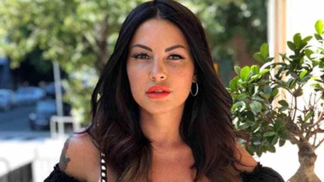 Alfonso Signorini lavora al cast del reality | Eliana Michel
