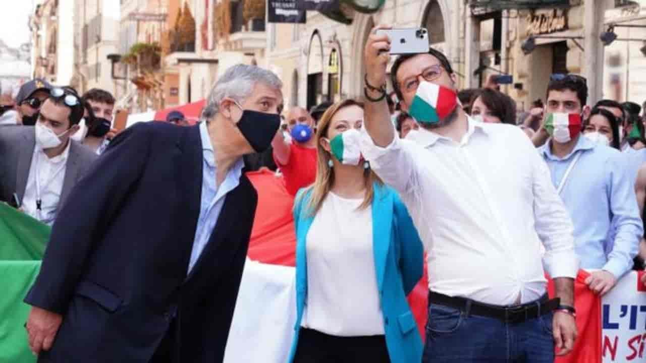 Da flash mob a insulti contro il governo: manifestazione fin