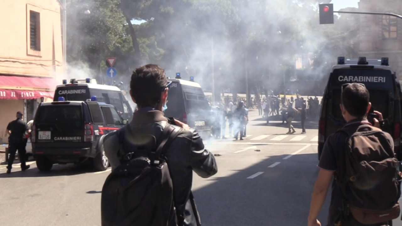 Manifestazione di ultras ed estrema destra: scontri, aggredi
