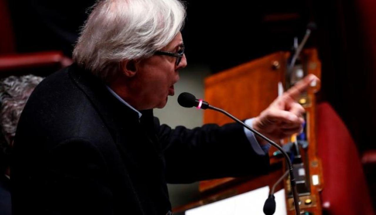 """Vittorio Sgarbi show in Parlamento: """"Governo non sia succube"""