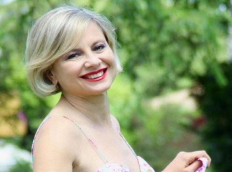 Antonella Elia chi è | carriera e vita privata della conduttrice e showgirl - meteoweek