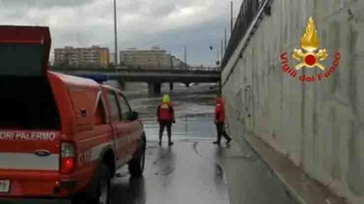 Vigili del fuoco bomba d'acqua Palermo ricerca dispersi