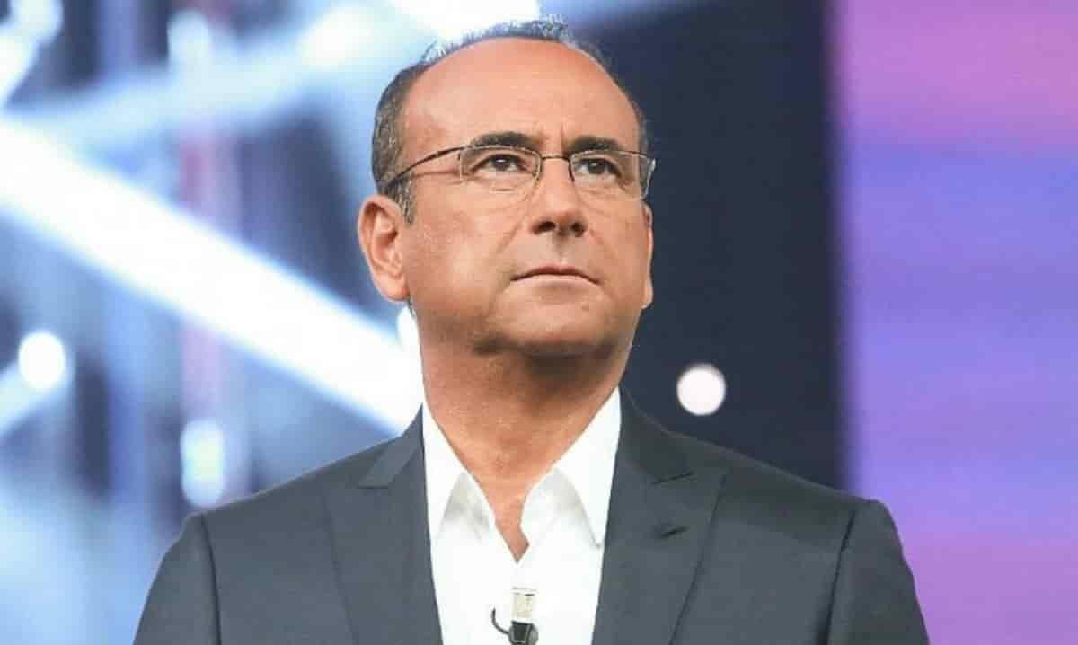 """Carlo Conti lutto doloroso per il conduttore: """"Se ne è andato…"""""""