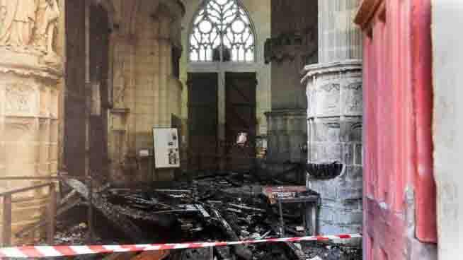 Nantes incendio doloso grande organo distrutto