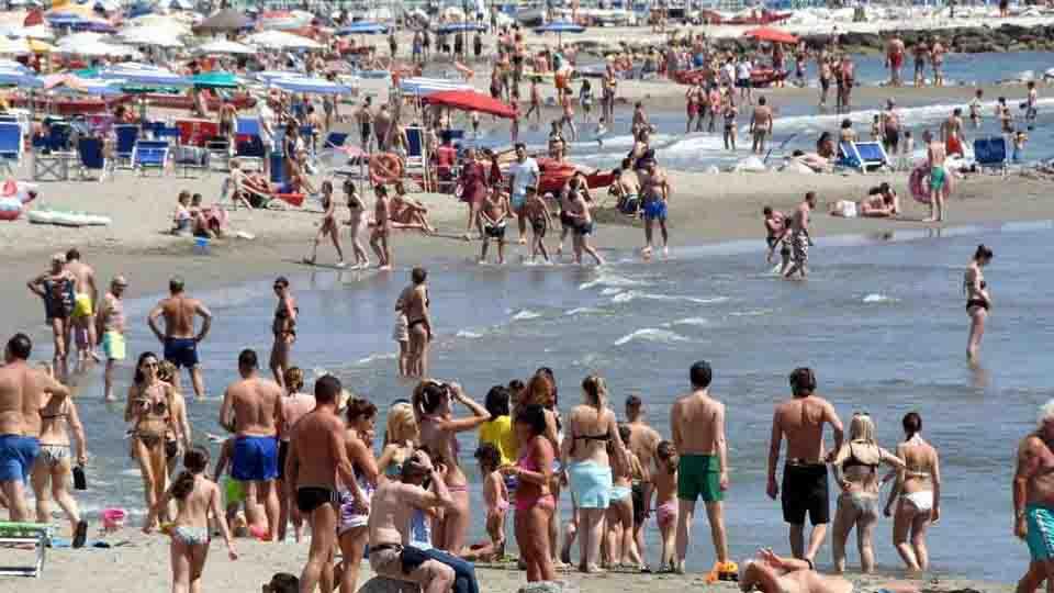 Federalberghi calo turismo spiaggia